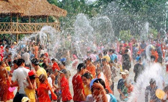 傣族泼水节的传说 泼水节有什么风俗民情