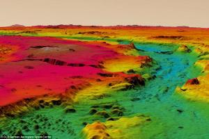 """""""站""""在火星:3D地图首揭火星地表细节"""
