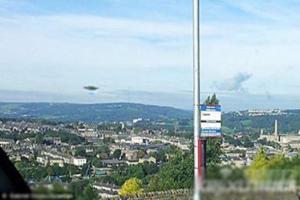 英国约克郡男子拍摄风景意外发现UFO